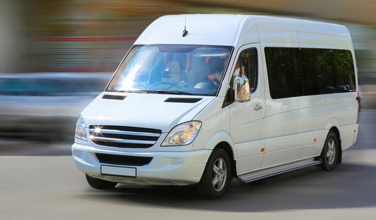 Заказ такси микроавтобуса Мерседес Спринтер в Москве