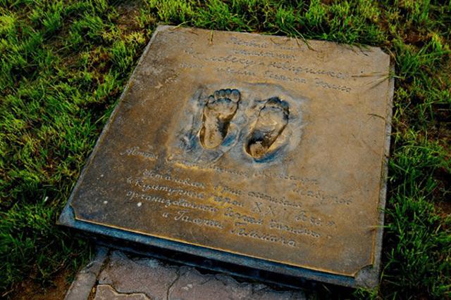 Памятник человеку-невидимке в Екатеринбурге