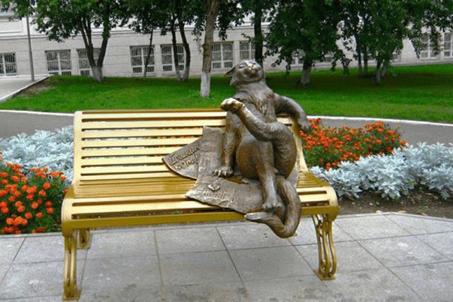 Памятник Йошкину коту  в Йошкар-Оле