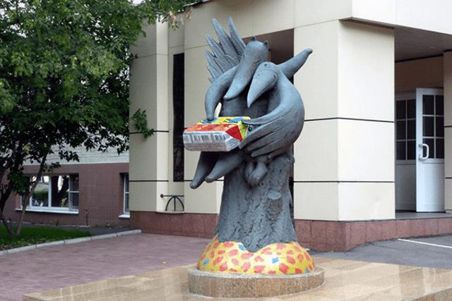 Памятник сырку «Дружба» в Москве