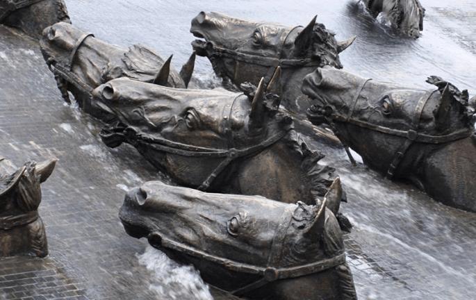 Памятники России (10 самых необычных)