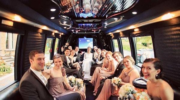 Заказ автобуса на свадьбу с водителем в Москве